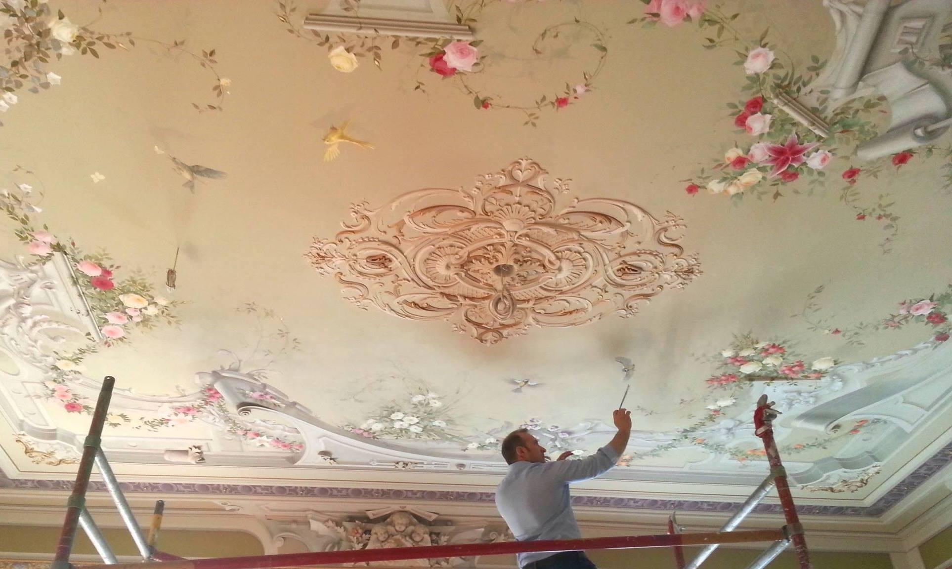 Soffitti A Volta Decorazioni : La decorazione di un soffitto utilizzando lo stile decorativo